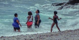 妇女和种类在海滩 免版税库存照片