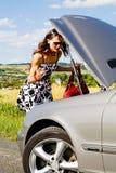 妇女和车祸 免版税库存照片