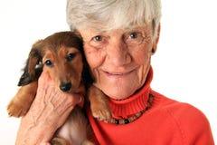 妇女和达克斯猎犬小狗 图库摄影