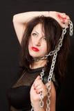 妇女和钢链子 免版税库存照片