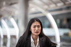 妇女哭泣和被挫败, 免版税库存图片