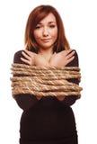 妇女囚犯被栓的绳索人质女性奴役 图库摄影