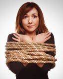 妇女囚犯被栓的绳索人质女性奴役 免版税库存照片