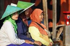 妇女在一个渔村在印度尼西亚 库存照片