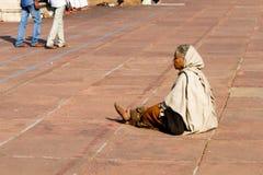 妇女在伟大的清真寺的(Jama Masjid)庭院里在德里,印度 库存图片