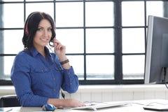妇女在办公室 免版税库存图片
