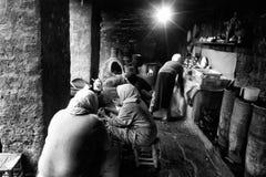 妇女在厨房里在Asni 免版税库存照片