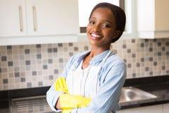 妇女在厨房里 免版税库存照片