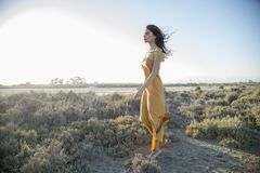 妇女在和谐和方面居住与自然 库存照片