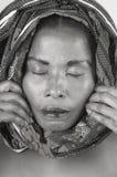 妇女在围巾包裹的` s面孔特写镜头  库存照片