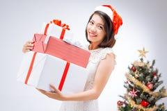 妇女在圣诞老人帽子 免版税库存图片