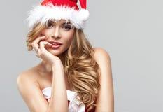 妇女在圣诞老人衣裳 库存照片