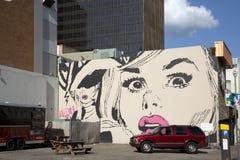 妇女在墙壁上的面孔街道画 库存图片