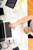 妇女在家庭办公室 免版税库存图片