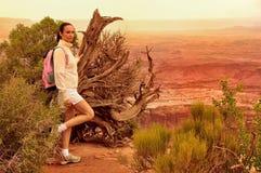 妇女在峡谷地国家公园 库存照片