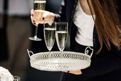 妇女在招待会或党的服务香槟 免版税库存图片