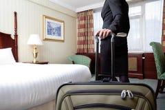 妇女在旅馆客房 免版税库存照片