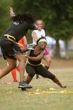 妇女在旗标橄榄球同盟实践 库存图片