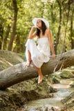 妇女在森林里 免版税库存照片