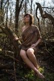 妇女在森林里 库存图片