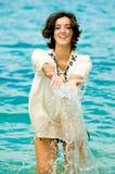 妇女在海洋 免版税库存图片