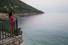 妇女在海边 免版税图库摄影