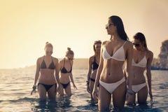 妇女在海 库存图片