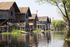 妇女在湖的一个不自然的村庄 库存照片
