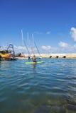 妇女在独木舟漂浮 免版税库存图片