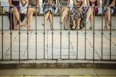 妇女在聊天的片刻期间的` s小组 免版税库存图片