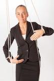 妇女在象牵线木偶的一条绳索暂停 免版税库存图片