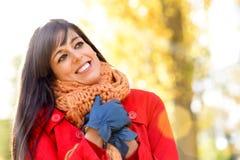 妇女在金黄秋天 免版税库存照片