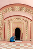 妇女在108希瓦寺庙祈祷在Burdwan,西孟加拉邦,印度 免版税库存图片