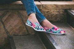 妇女夏天帆布鞋 库存图片