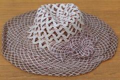 妇女夏天帽子,编织,白色&布朗 图库摄影