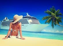 妇女夏天海滩阳光假期概念 免版税库存照片