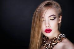 妇女大红色嘴唇 图库摄影