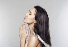 妇女天使祈祷 免版税库存图片