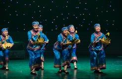 妇女媒人中国民间舞 库存图片