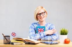 妇女学习英语 免版税库存照片