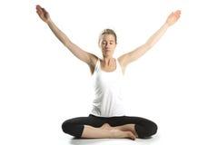 妇女实践瑜伽  免版税图库摄影