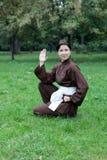 妇女实践的kung fu 图库摄影