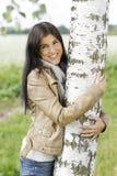 妇女室外容忍桦树 免版税库存图片
