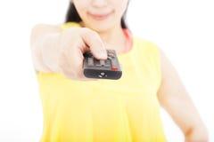 妇女对负遥控为电视 免版税图库摄影