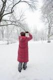 妇女射击 免版税图库摄影