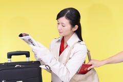 妇女将被窃取护照 免版税图库摄影