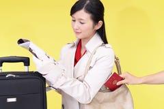 妇女将被窃取护照 库存照片