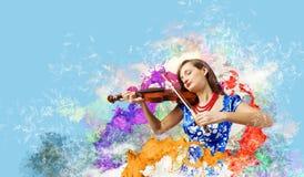 妇女小提琴手 免版税图库摄影