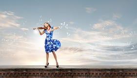 妇女小提琴手 库存照片