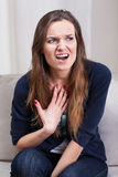 妇女尖叫在精神疗法 库存照片